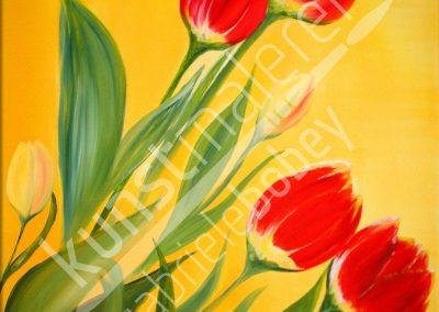 Rote Tulpen auf gelbem Hintergrund in Öl