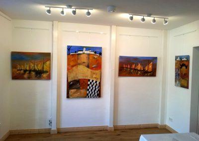 Ausstellung vom Kunstnetz in Hann.Münden mit abstrakten farbintensiven Acrylbildern auf Leinwand