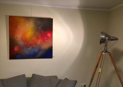 Ölbild mit abstrakten Strukturen in der Ausstellung