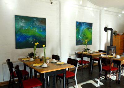 Acrylmalerei mit abstrakten Universum in Grün und Blau im Hotel Schlafschön