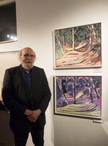Siegfried Lotse vor seiner abstrakten Acrylmalerei