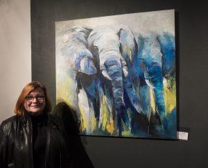 Monika Westphal und ihre blauen Elefanten in Acrylfarben