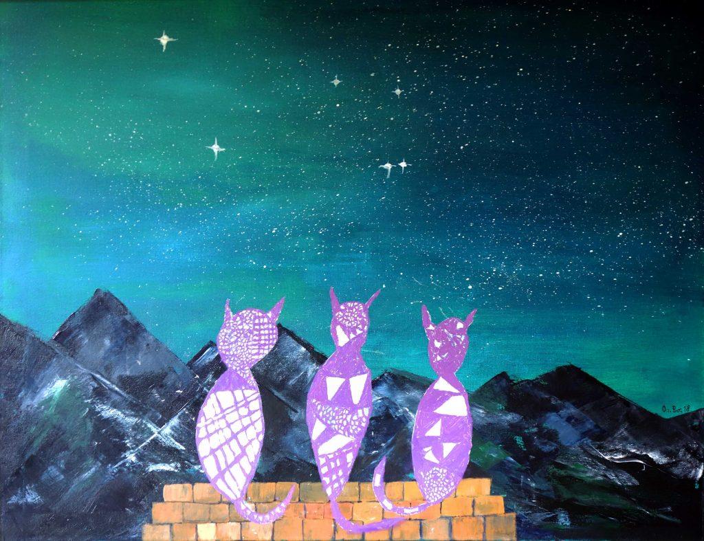 Abstrakte Acrylmalerei mit drei violetten Katzen auf einer Mauer, die in den abendlichen Sternenhimmel und auf Berge schauen